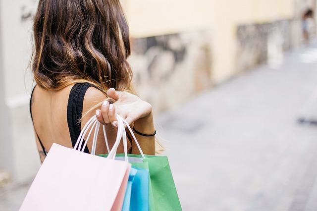 lifestyle blogger shopping